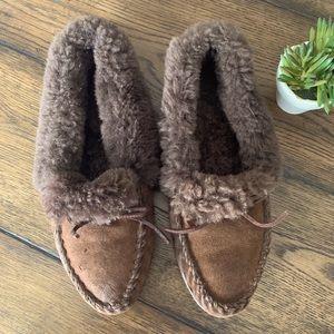 Women's LL Bean wicked good slippers